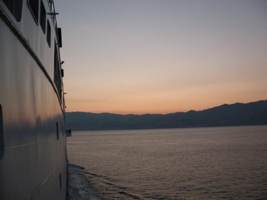 nave al largo di palermo