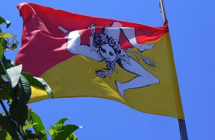 sicilia-bandiere-420x273