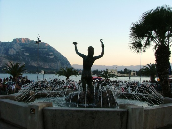 Golfo_di_Mondello_visto_dalla_piazza_della_Sirenetta